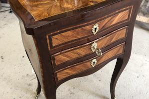 Restauration d'un meuble dit travailleuse époque Louis XV