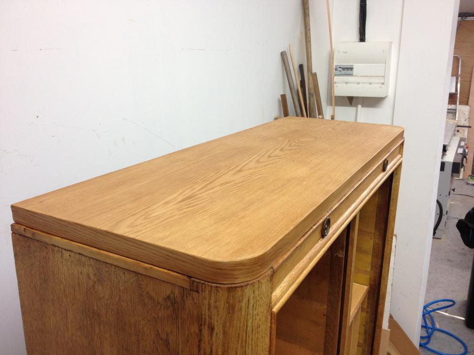 Restauration d un meuble de rangement double volets en for Restauration de meubles en bois